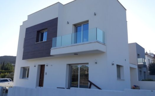 Detached 3 Bedroom House in Paramytha
