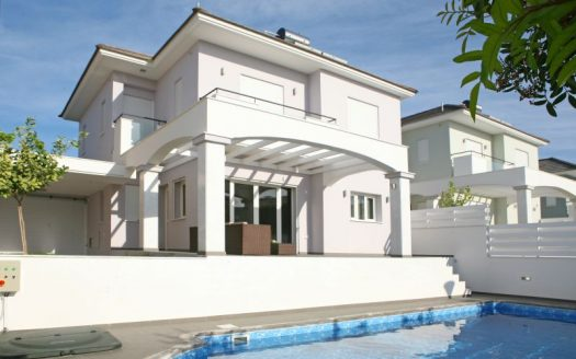 Luxury 3 Bedroom Villa in Ag.Tychonas Pool view 525x328