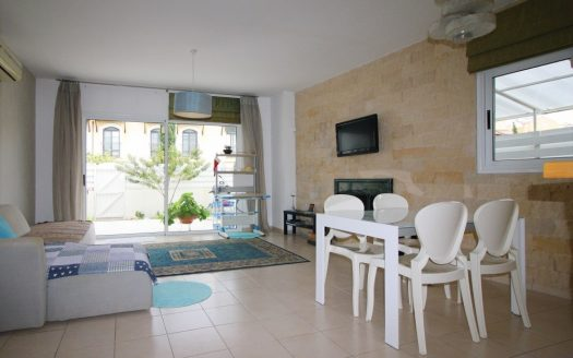 2 Bedroom Town House in Royal Gardens