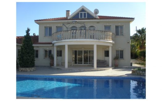 5 Bedroom Villa in Pyrgos