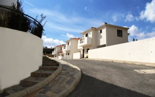2 bedroom maisonette in the gated complex in Platres