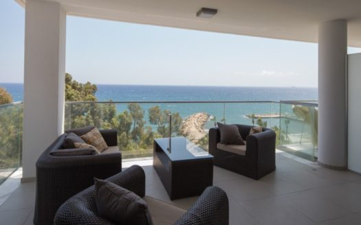(English) Seafront 3 Bedroom Apartment with magnificent views