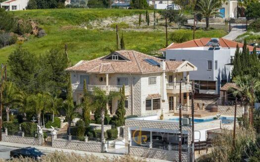 6 Bedroom Villa in Parekklisia Village